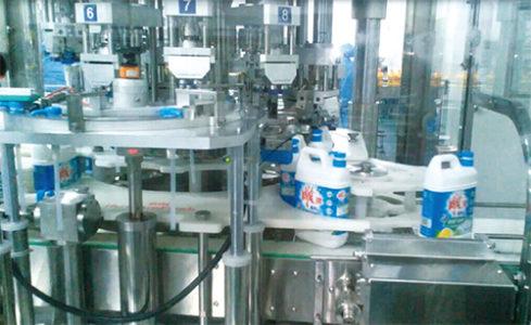 国内首条8000瓶/小时洗洁精流水线